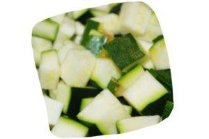 Recette de crumble de courgettes au camembert : dés de courgette