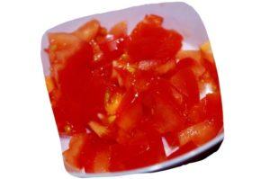Recette de salade de haricots blancs, tomate et concombre : dés de tomate