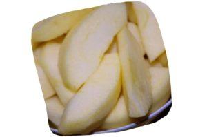 Recette de crumble aux pommes et aux noisettes : tranches de pomme