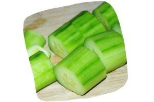 Recette de gaspacho de tomates, concombre et poivron : tronçons de concombre